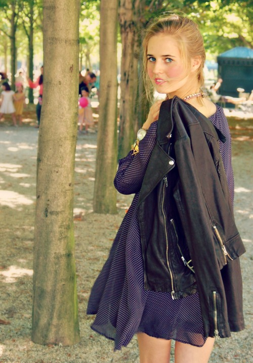Eline au Jardin Edited 5