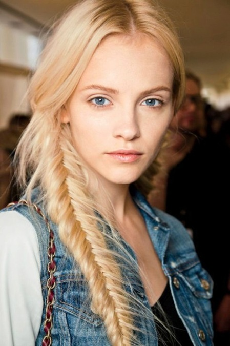 2-Le-Fashion-Blog-30-Inspiring-Fishtail-Braids-Blonde-Side-Braid-Hair-Style-Via-Glamour